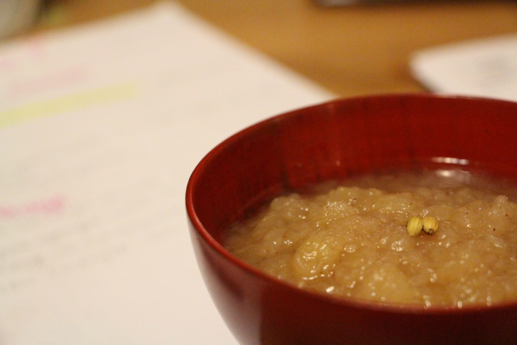 Coriander really gives this apple sauce a special flavour that is quite refreshing.