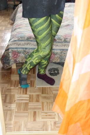 043a22ae99f0ae I love the fern design, and the sunset makes me happy! As a result, I  couldn't focus during yoga because I was too busy admiring my new leggings.  Ah, well!